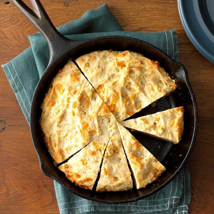 Cheesy Garlic Herb Quick Bread Exps Thd18 233912 C07 31 2b 3