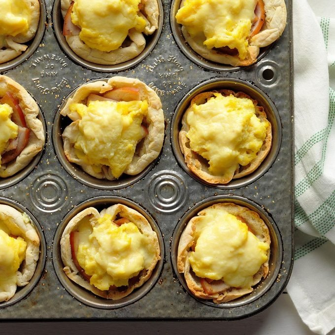 Make-Ahead Eggs Benedict Toast Cups