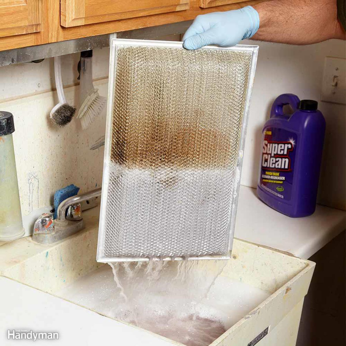 Cleaning grease filters