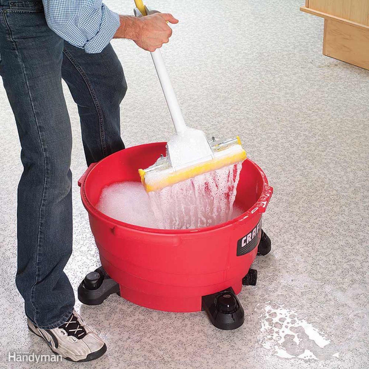 Shop vacuum mop bucket