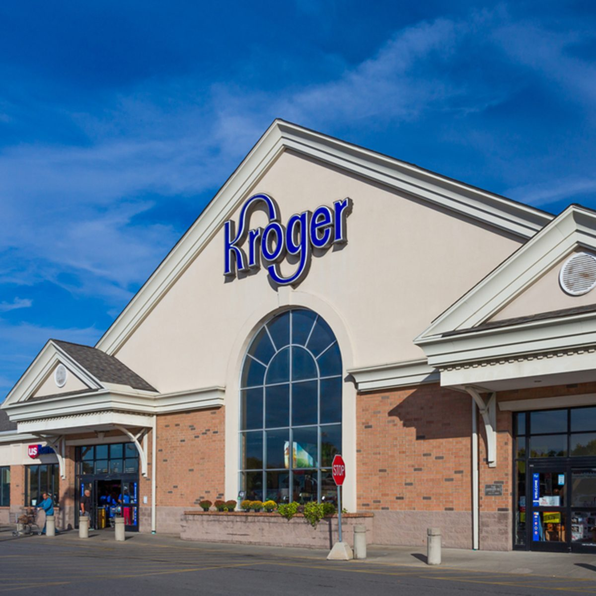 Kroger grocery store exterior and logo.