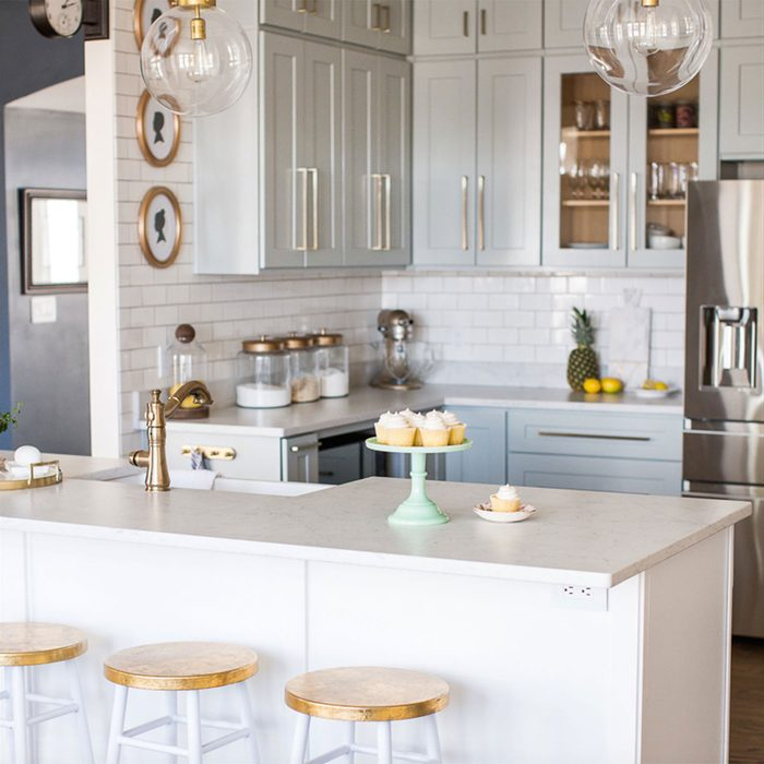 Light and gold kitchen