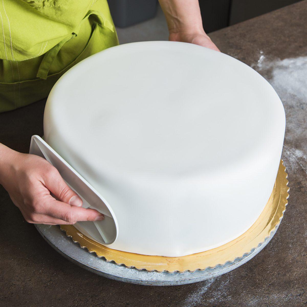 fondant cake baker