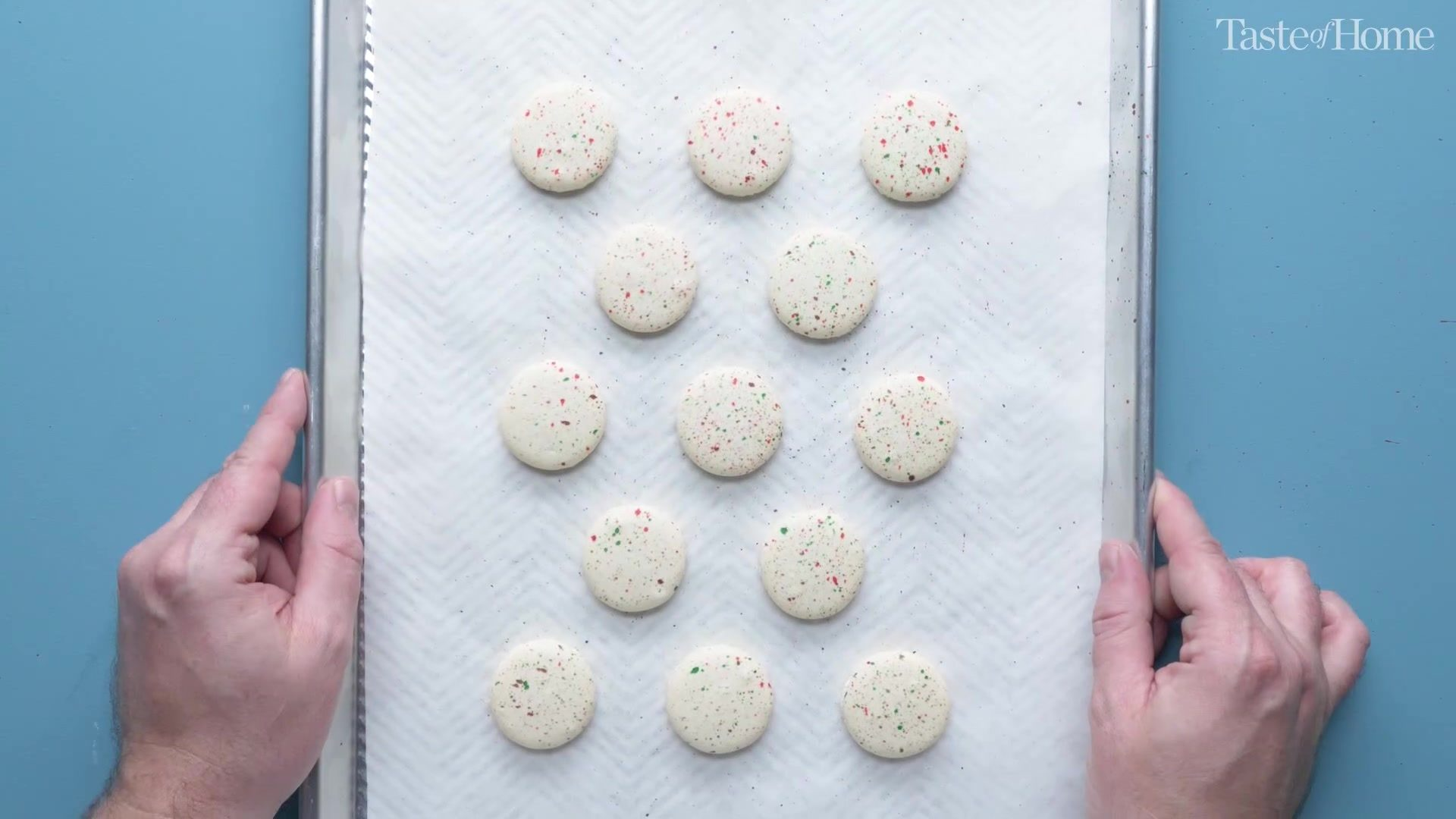 how to make macarons, tap tray