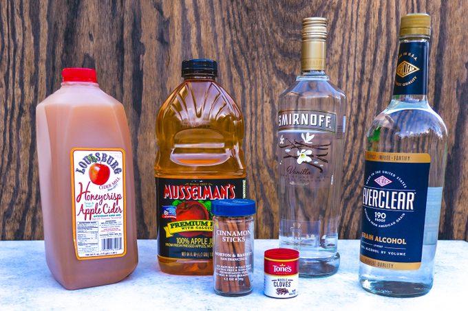 Ingredients for apple pie moonshine