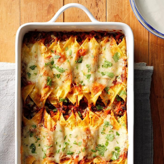 Smoky Sweet Potato And Black Bean Enchiladas Exps Thfm19 189973 E09 28 6b 3