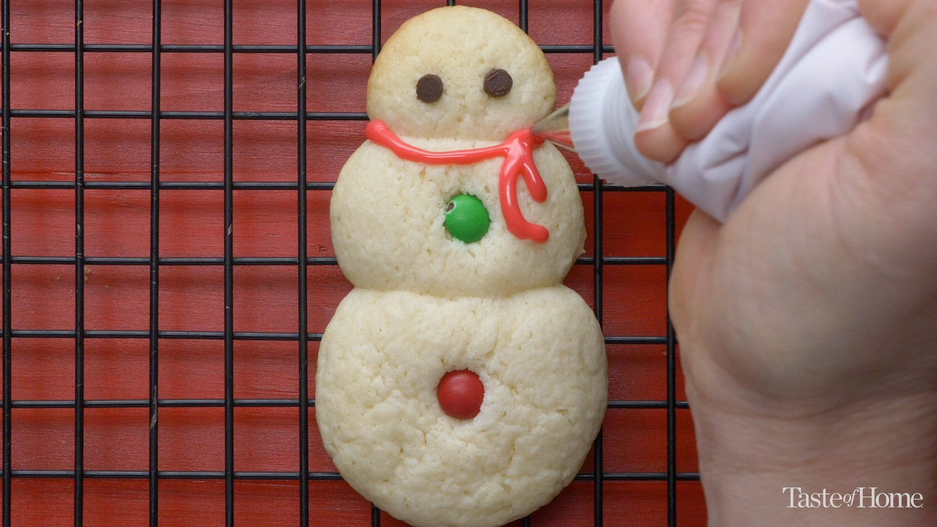 These Cute Little Snowman Cookies Will Make Your Heart Melt
