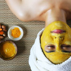 How to Make a Turmeric Face Mask for Glowing Skin