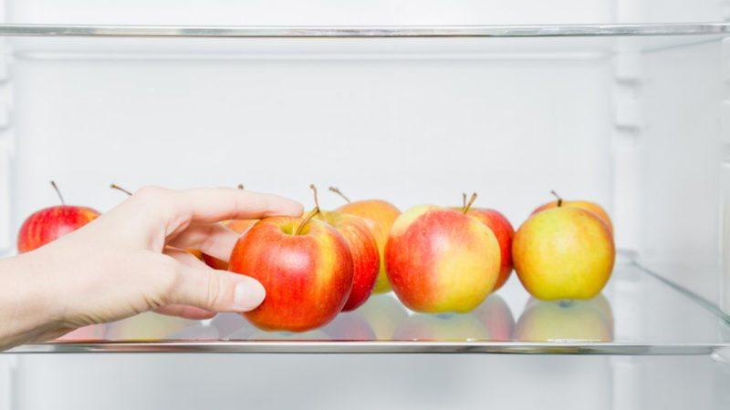 Apples in the fridge