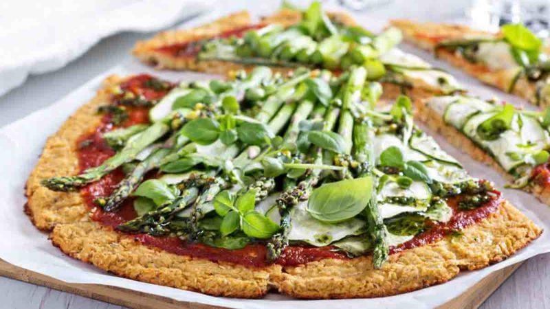Cauliflower green pizza with spinach, zucchini and asparagus; Shutterstock ID 270800813; Job (TFH, TOH, RD, BNB, CWM, CM): TOH