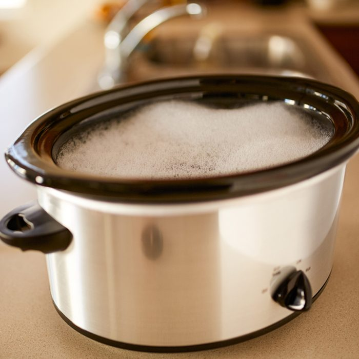 soaking slow cooker in soapy water on low heat kitchen hack