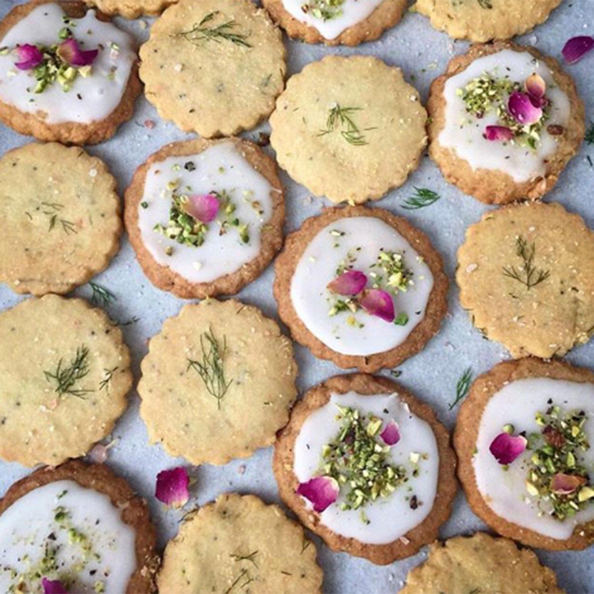 Shortbread cookies with petals