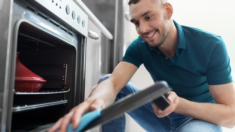How to Clean Inside Your Oven Door and Get the Glass REALLY Clean