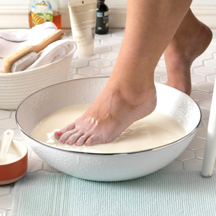 How to Make a Soothing Milk Bath for Your Feet