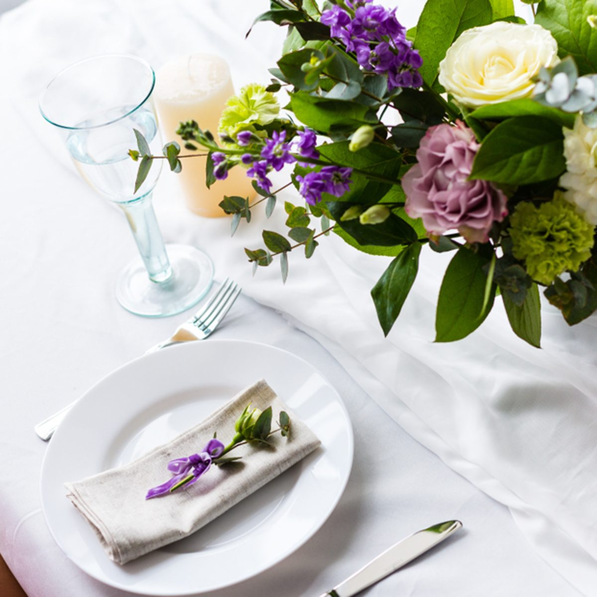 Romantic dinner setup with fresh flowers in a restaurant