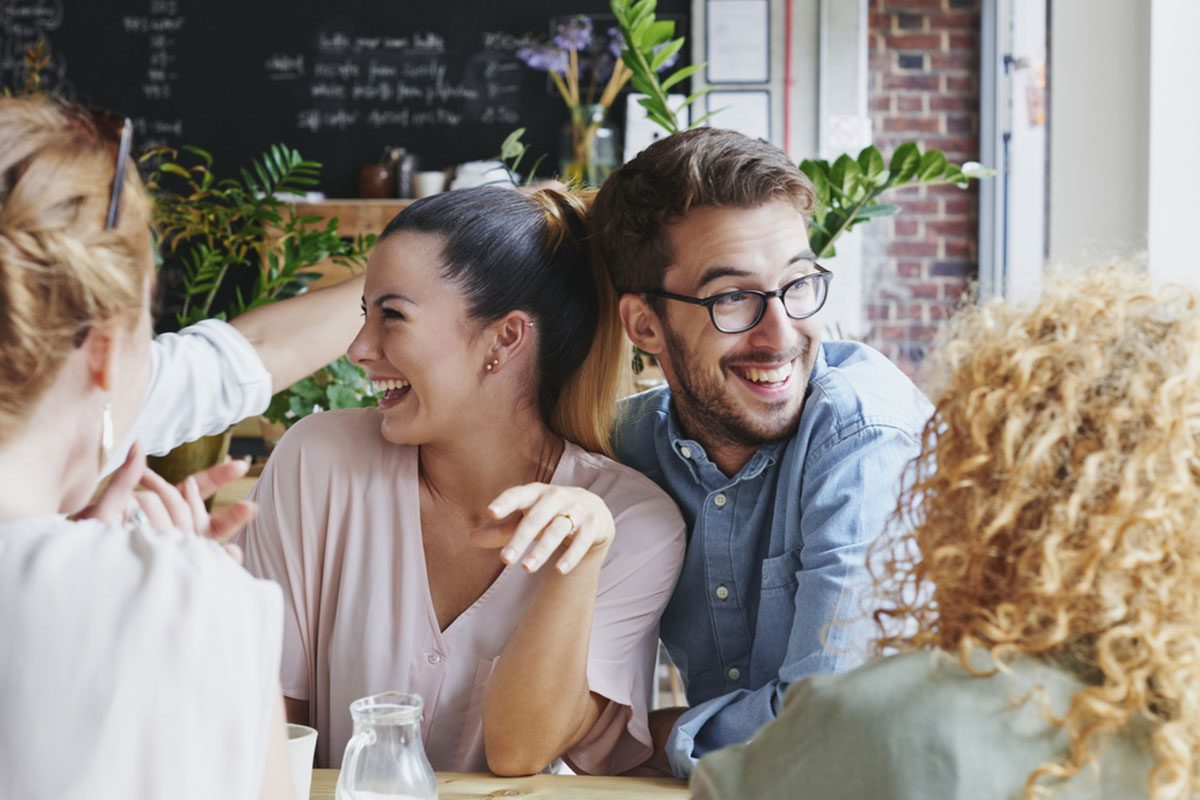 Your Guide to Engagement Party Etiquette: 16 Do's and Don'ts