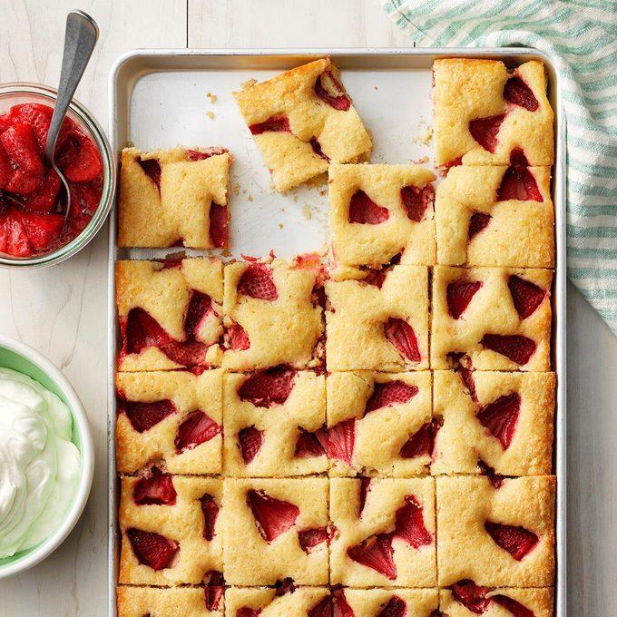Roasted Strawberry Sheet Cake Exps Thjj19 232733  E02 19 4b 50