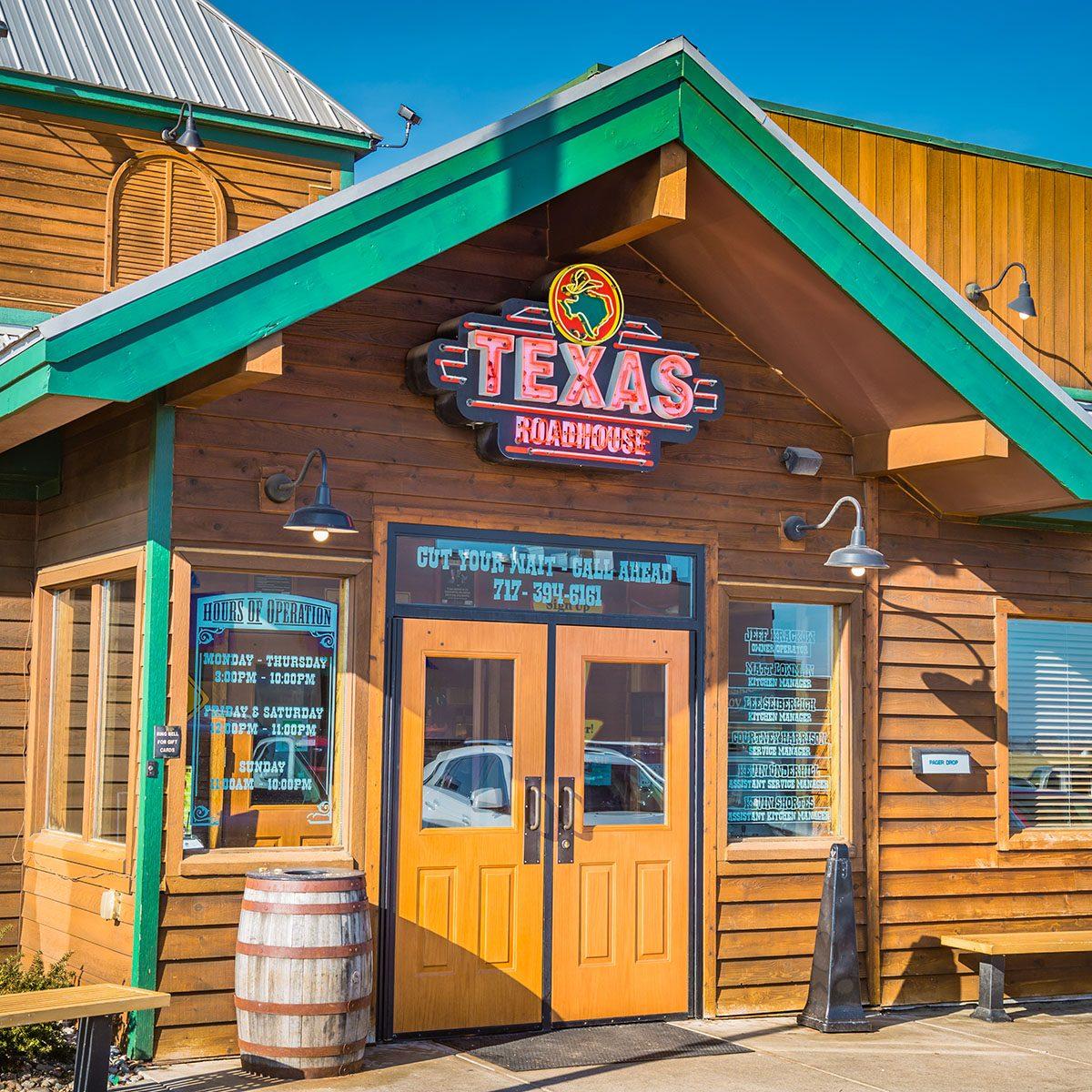 Exterior of Texas Roadhouse restaurant location.