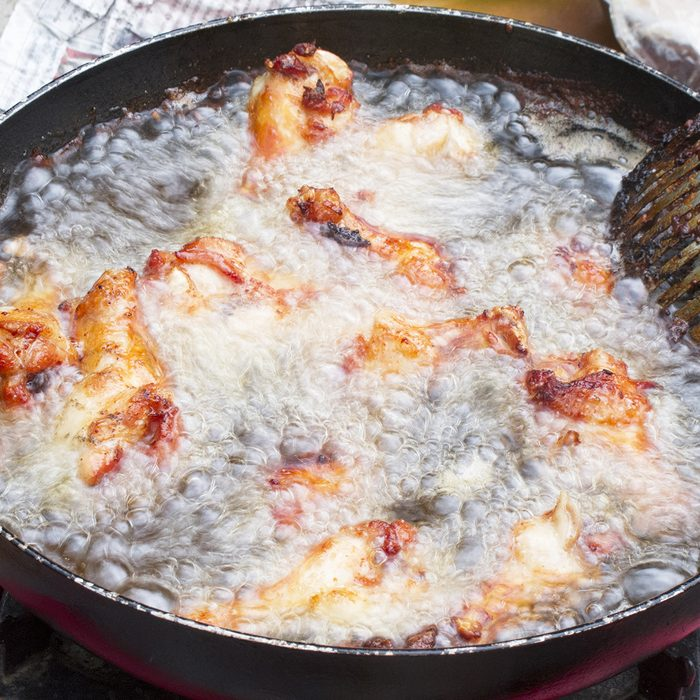 Fried chicken in hot oil and boiling in pan