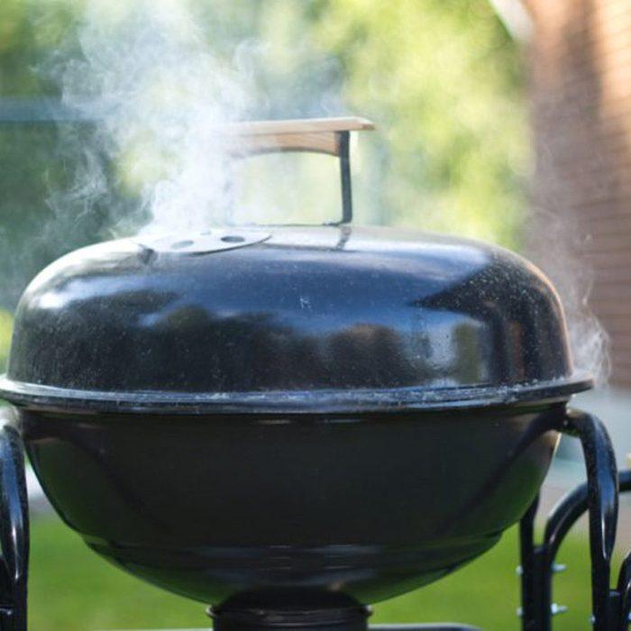 Closed smoking grill