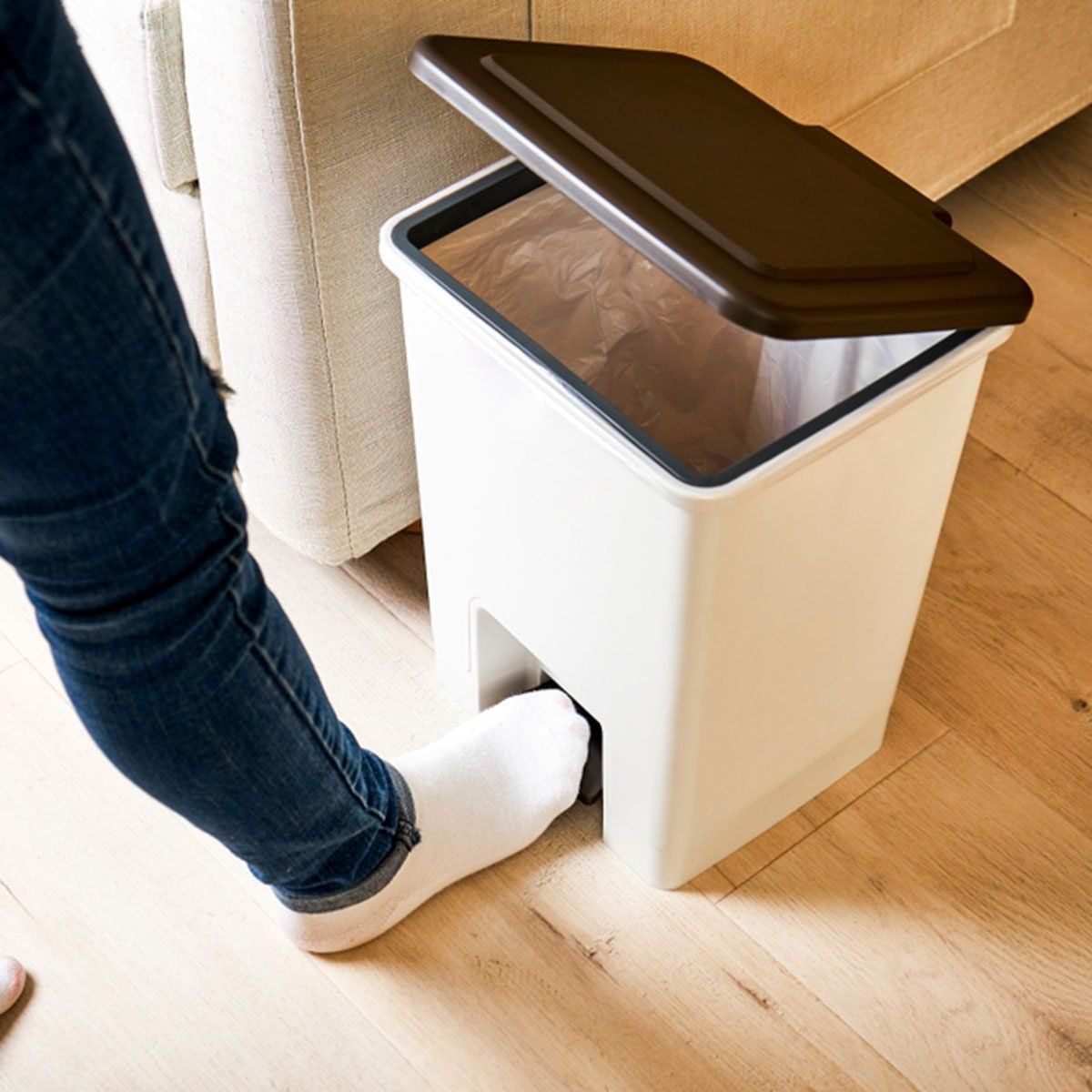 Open the lid with your foot on the trash can pedal; Shutterstock ID 1014863080; Job (TFH, TOH, RD, BNB, CWM, CM): Taste of Home