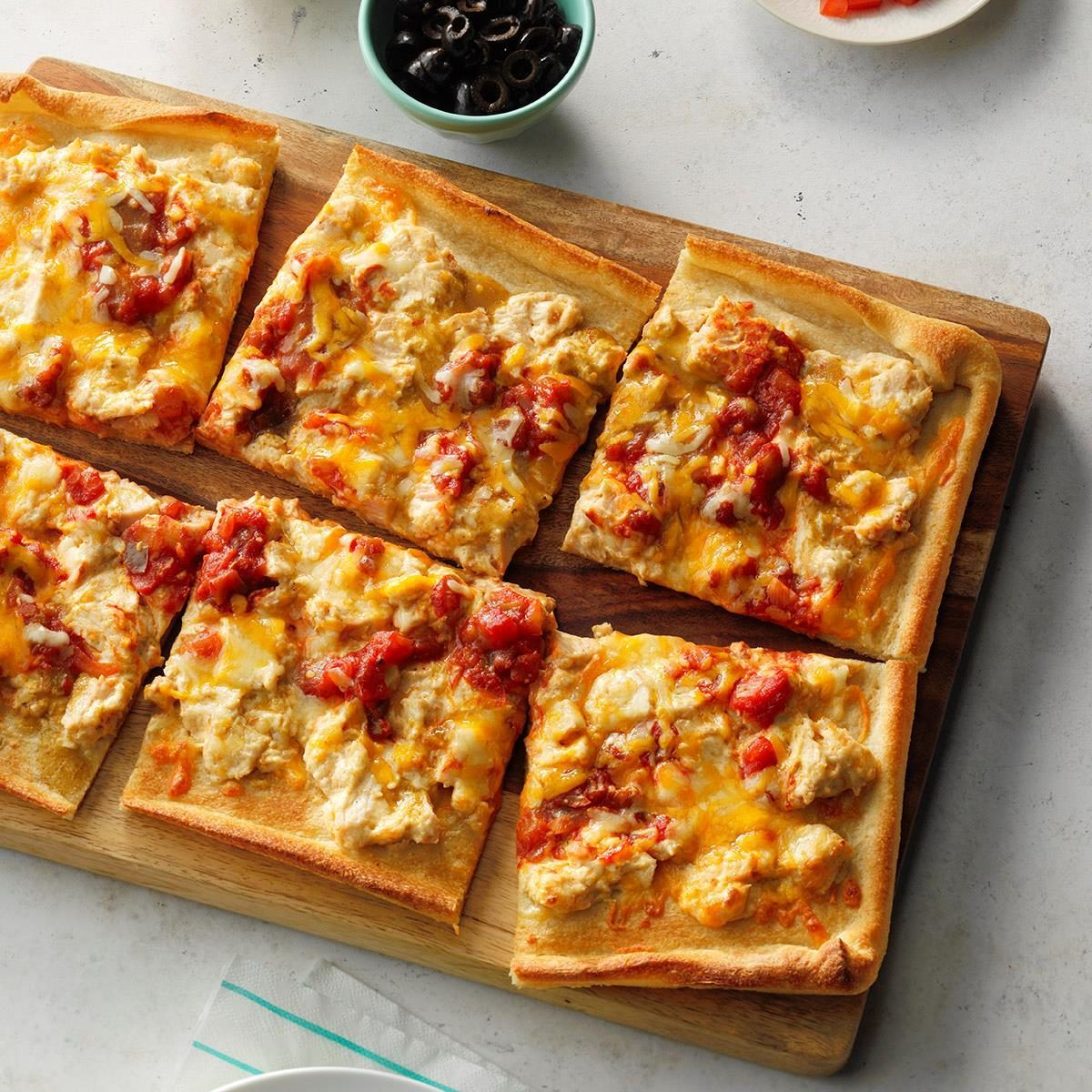 Creamy Chicken Enchilada Pizza Exps Sdjj19 161841 E02 12 6b 4
