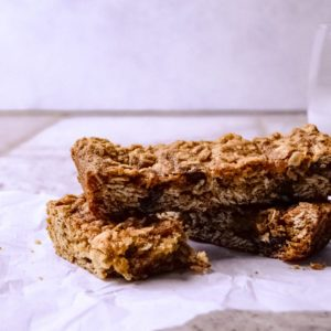 How to Make Easy and Delicious Oatmeal Bars