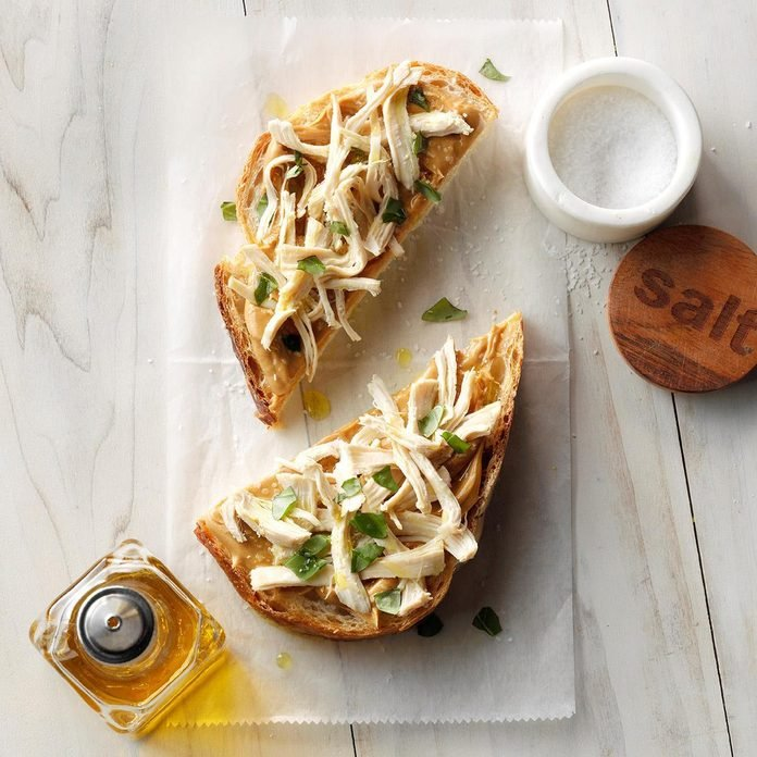 Peanut Butter Chicken And Basil Sandwich Exps Tohas19 239328 C04 19 1b 3