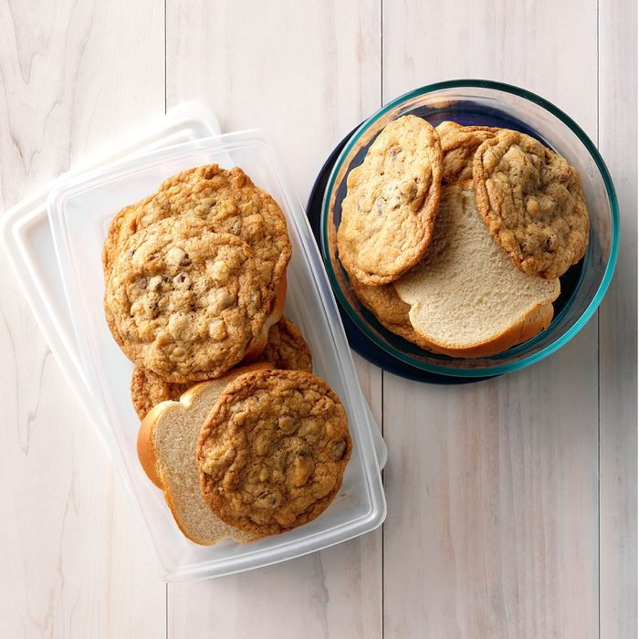 THGKH19, White Bread Slices in Cookie Container