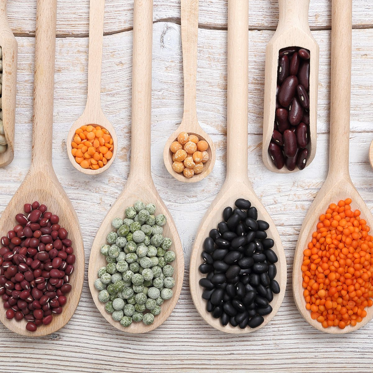 Different legumes on apoons
