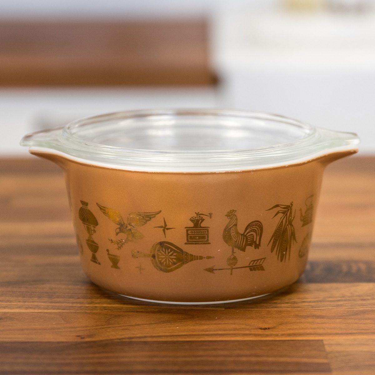 Vintage Pyrex dish in Early American