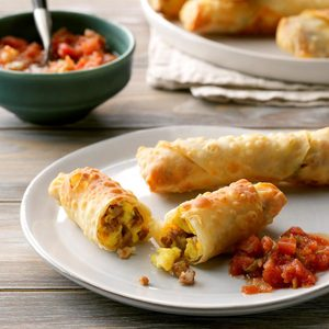 Cheesy Breakfast Egg Rolls