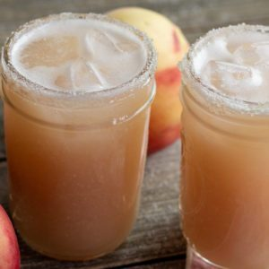 How to Make White Peach Margaritas for Summer Sippin'