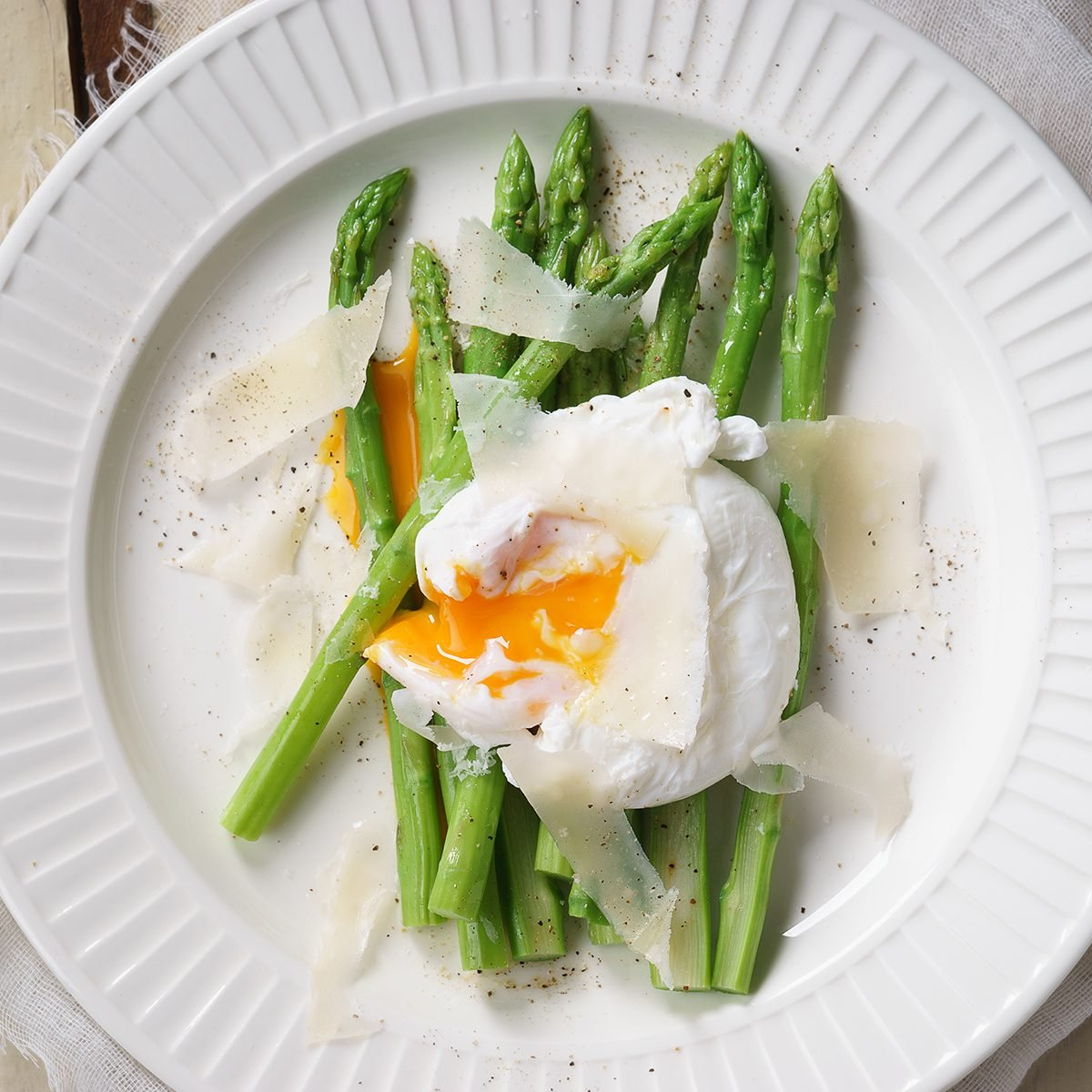 Asparagus salad with Poached Egg and parmesan cheese