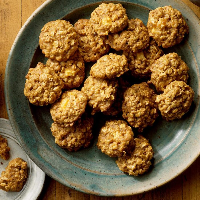 Caramel Apple Oatmeal Cookies Exps Tohon19 203416 E06 14 8b