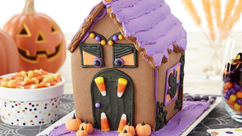 Halloween cookie house