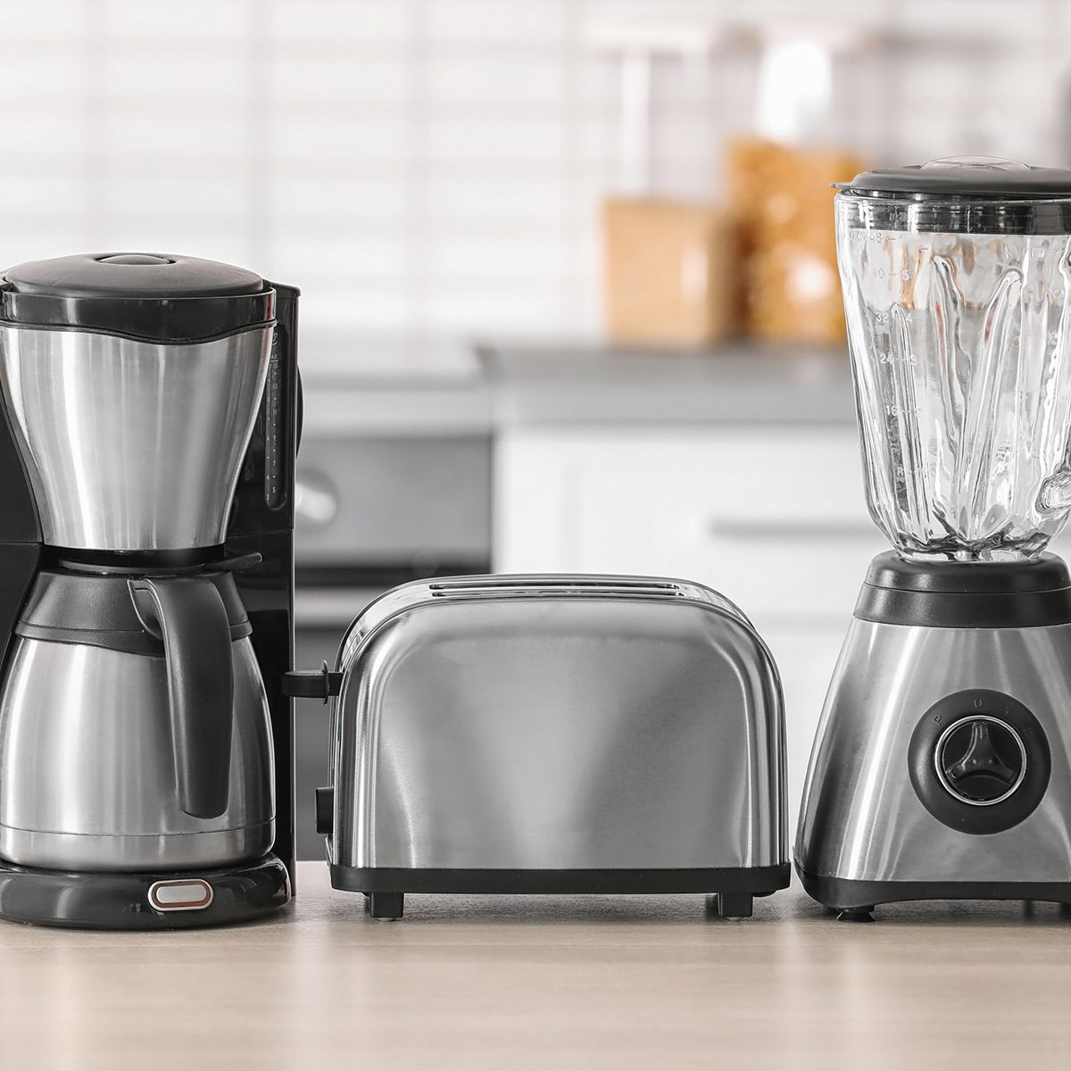 Appliances on the kitchen counter