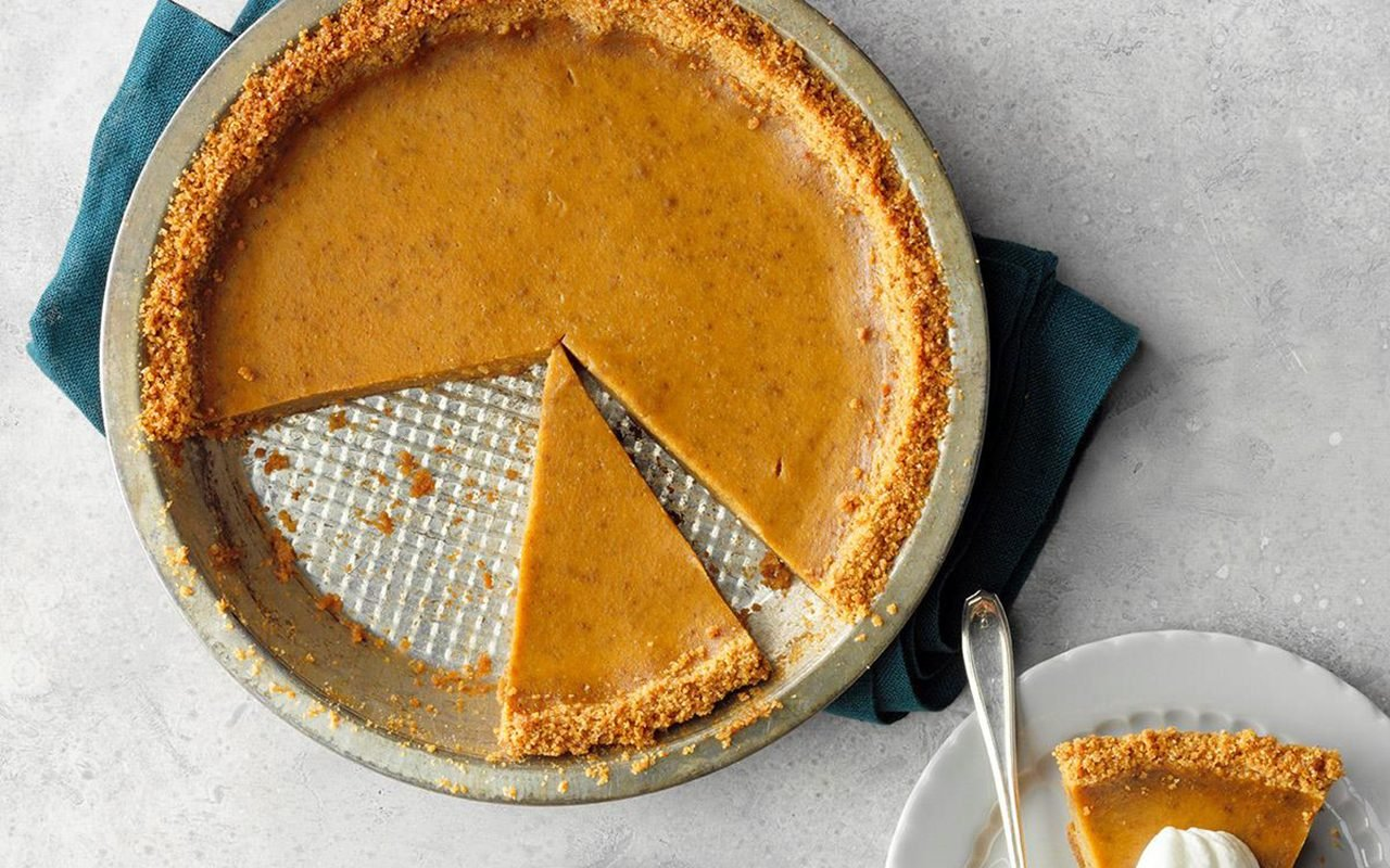How To Make Pumpkin Pie With A Graham Cracker Crust Taste Of Home
