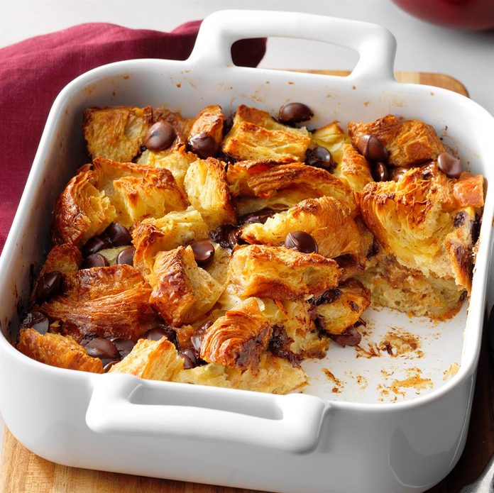 Chocolate Croissant Bread Pudding Exps Tohfm20 154430 E09 25 8b 1