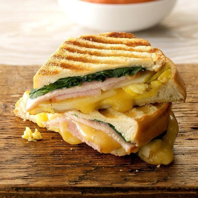 Grilled Bistro Breakfast Sandwiches Exps Hca19 70864 C09 12 5b 2