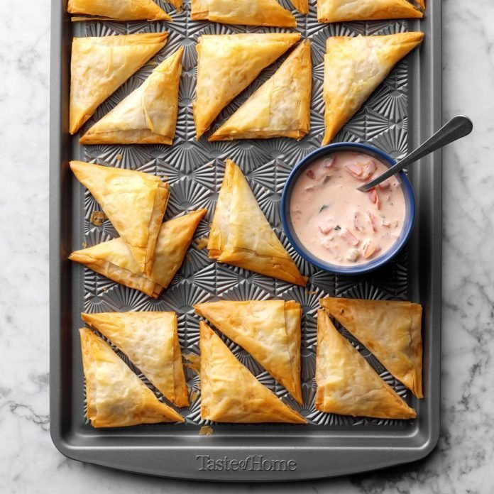 Nacho Triangles with Salsa-Ranch Dipping Sauce