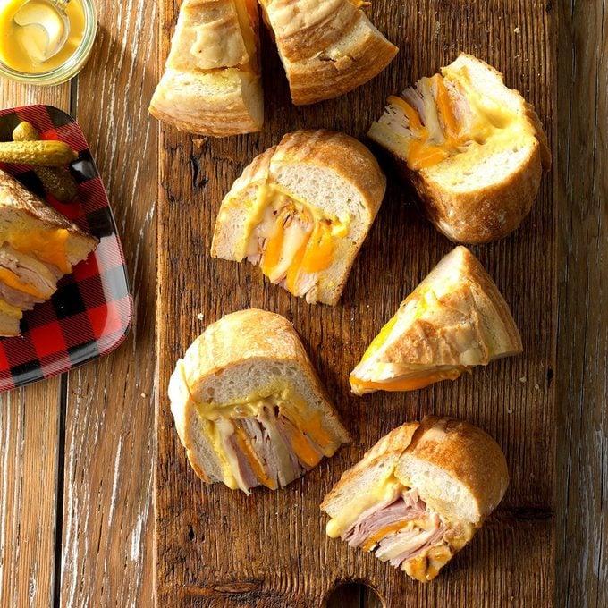 Sourdough Bread Bowl Sandwich Exps Hca19 203706 C08 01 5b 3