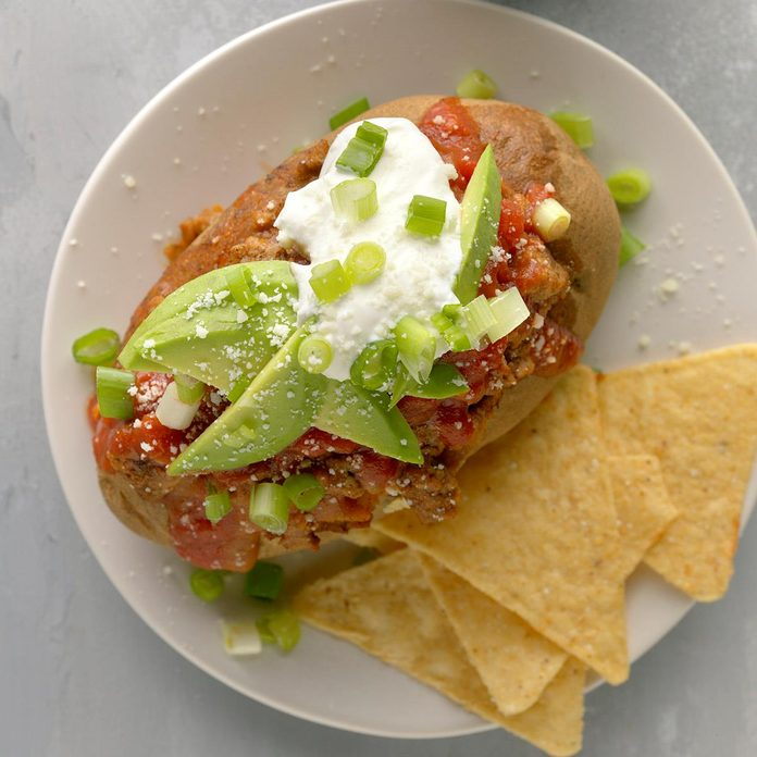Taco Stuffed Baked Potatoes Exps Tohfm20 238517 B09 26 4b 3