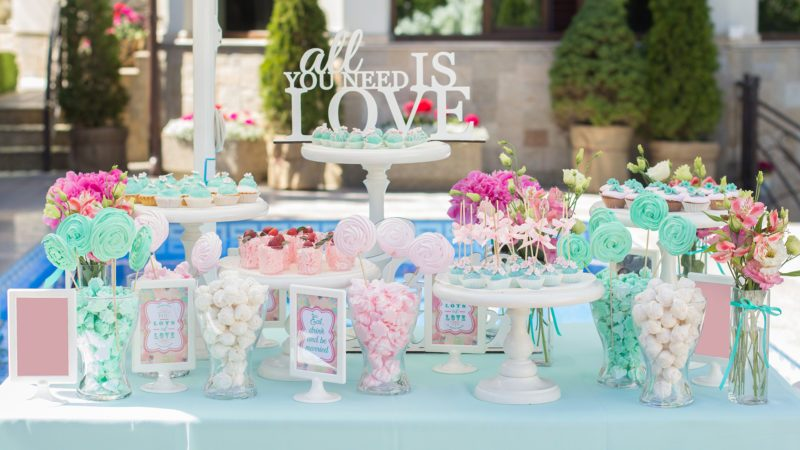 Candy Bar buffet. Delicious sweet buffet with cupcakes.