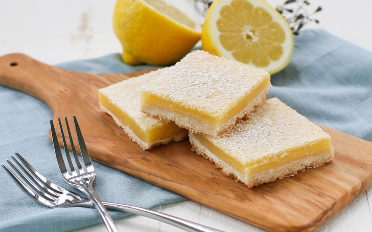 We Tried the Simple Lemon Bar Recipe That's Taking over Reddit