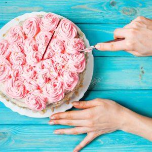 How to Cut a Cake Like a Pro