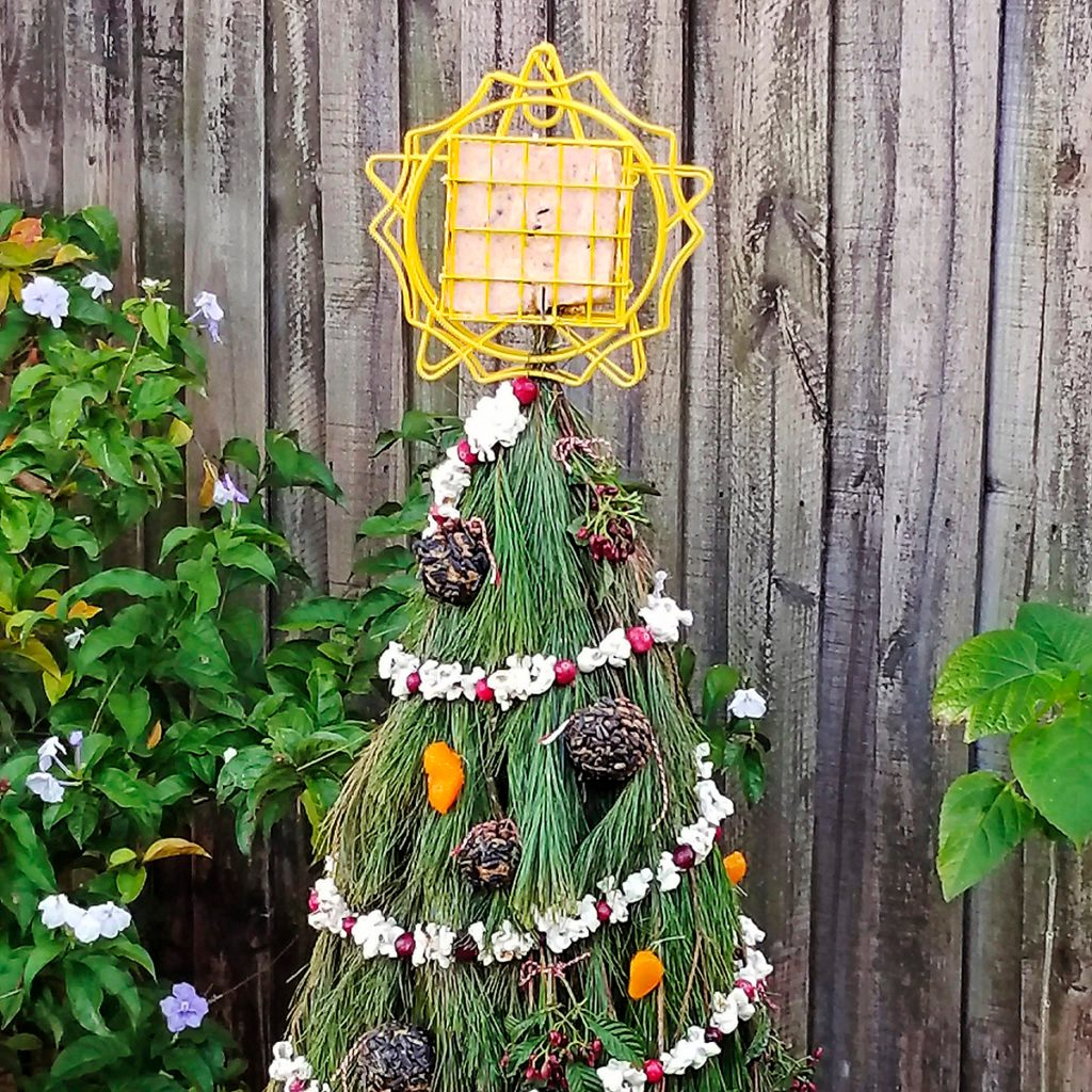 tomatoe cage christmas tree