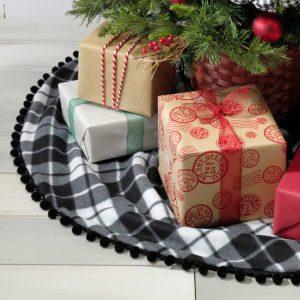 10 DIY Christmas Tree Skirt Ideas