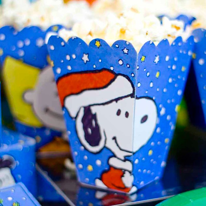 Charlie Brown Christmas Party, Chica and Jo popcorn