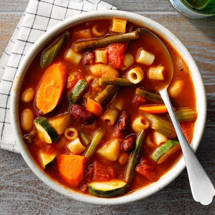 Slow Cooker Minestrone Soup Exps Tohfm20 193672 E07 10 7b 12